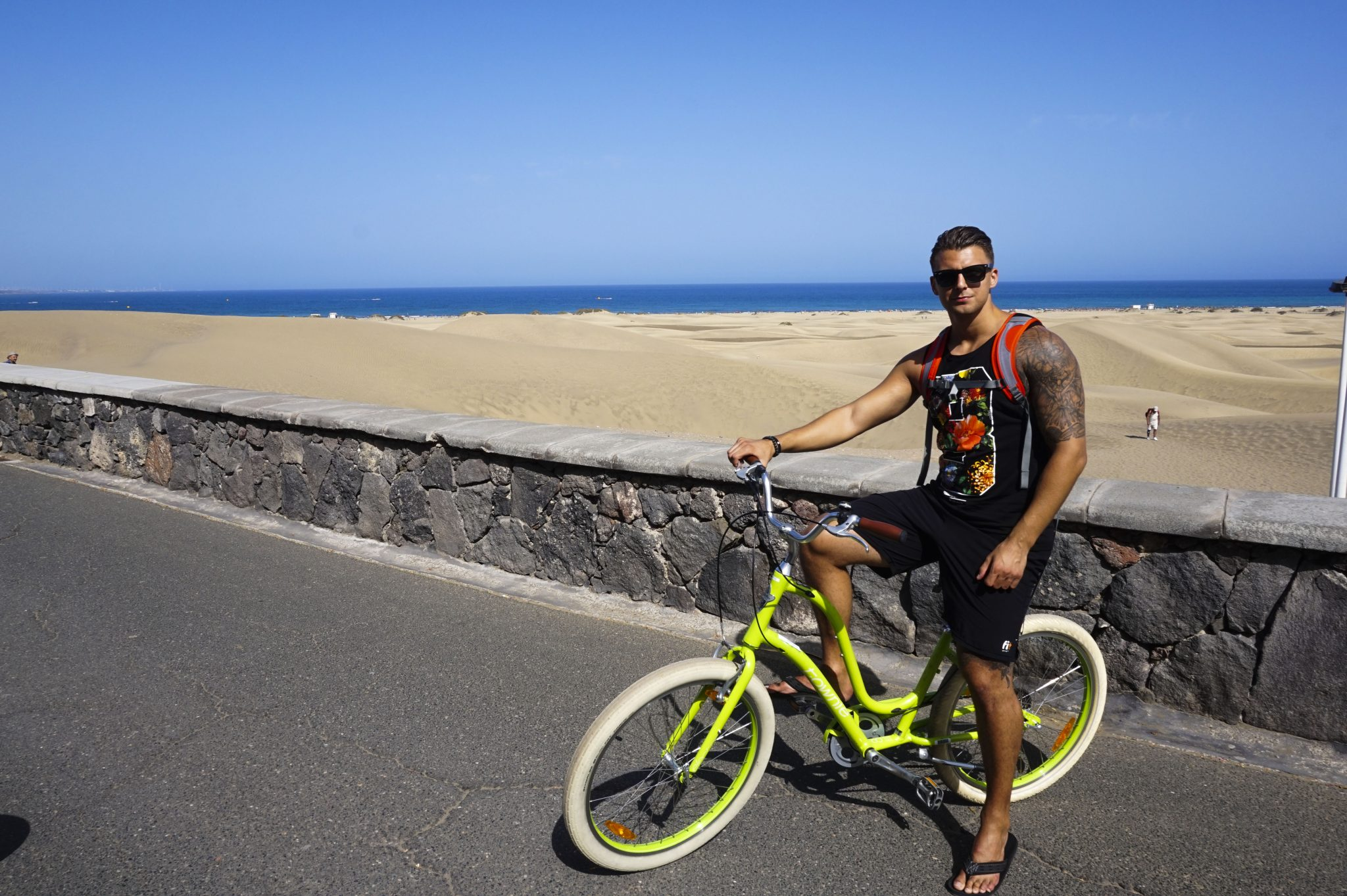 boyfriend with electra bike in the maspalomas dunes
