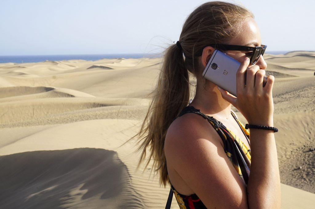 talking on the phone with my oneplus 3t in the sand dunes of maspalomas gran canaria