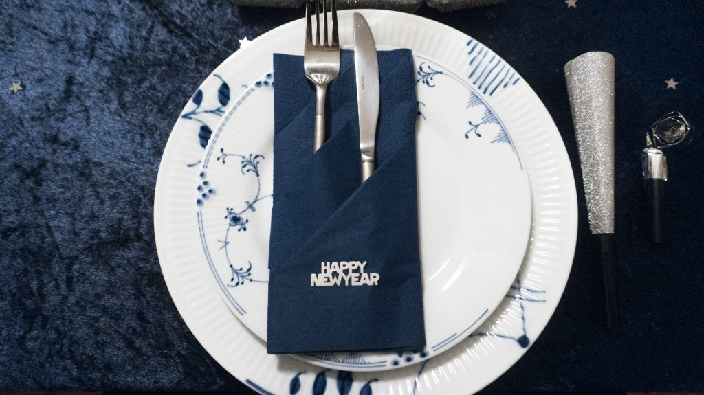 nye dinner table royal copenhagen blue silver glitter new year 2018
