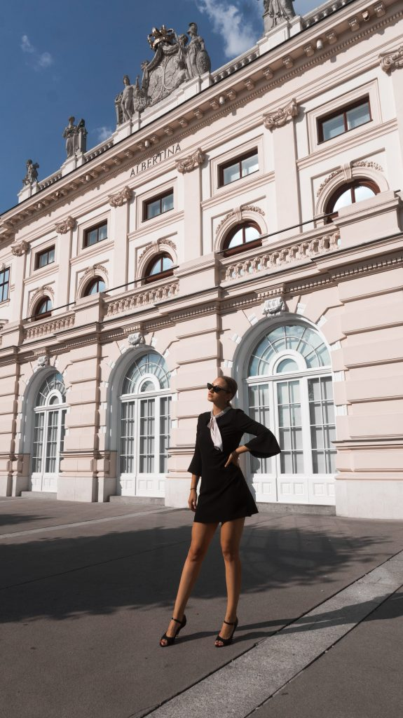 blogger photo spot in vienna albertina fashion blogger instagrammable place in vienna